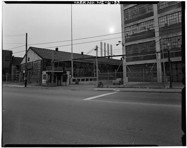 Dodge Hamtramck Plant CONTANT AVE ENTRANCE, GUARD HOUSE AND GATE, VIEW SOUTH, 1980