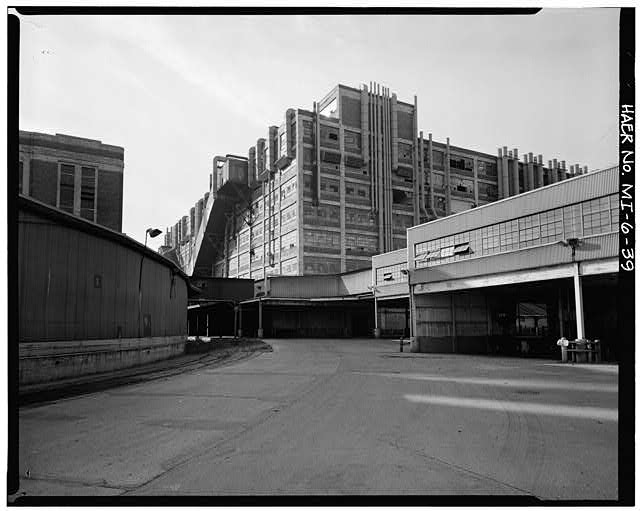 Dodge Hamtramck Plant BETWEEN PRESSED STEEL SHIPPING AND EAST DOCKS AND BODY BUILDING, 1980