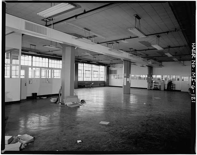 Dodge Hamtramck Plant CONSTRUCTION BUILDING, FIFTH FLOOR OFFICES VIEW NORTH 1980